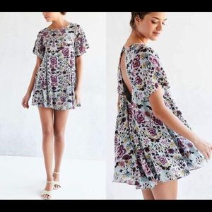Super cute flowy floral dress!!